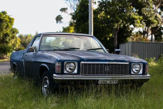 contoh majas personifikasi dan artinya: mobil tua