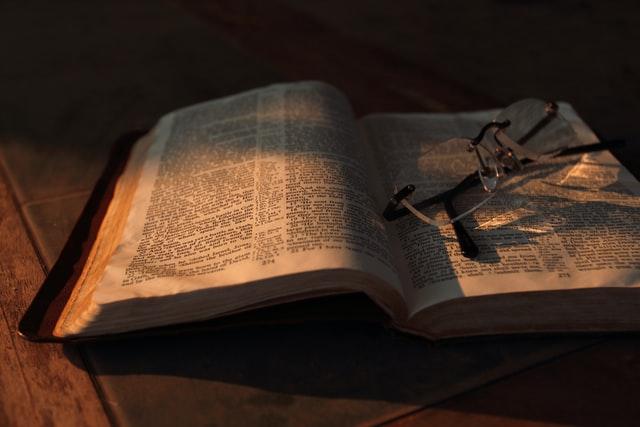 Contoh Paragraf Deduktif; Pengertian dan Penjelasannya